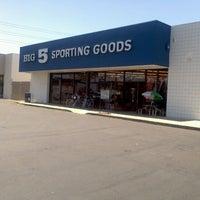 8/16/2011 tarihinde Darren G.ziyaretçi tarafından Big 5 Sporting Goods'de çekilen fotoğraf