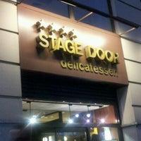 Das Foto wurde bei Stage Door Delicatessen von Reinaldo D. am 9/15/2011 aufgenommen
