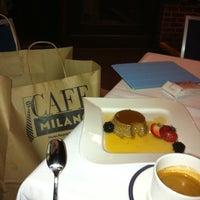 Das Foto wurde bei Cafe Milano von Lena L. am 9/25/2011 aufgenommen