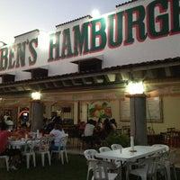 4/10/2012にJose MariaがRuben's Hamburgersで撮った写真