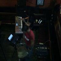 10/29/2011 tarihinde Ma Estherziyaretçi tarafından Hogan's Bar & Restaurant'de çekilen fotoğraf