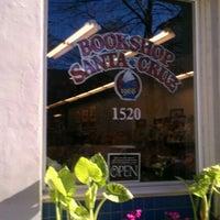 รูปภาพถ่ายที่ Bookshop Santa Cruz โดย kumi m. เมื่อ 11/21/2011