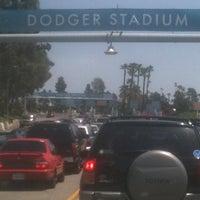 Das Foto wurde bei Dodger Stadium Parking von Roseanna H. am 4/29/2012 aufgenommen
