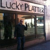 Снимок сделан в The Lucky Platter пользователем Qarie M. 12/10/2011