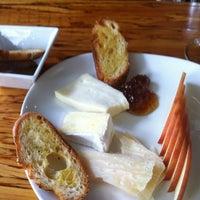 Foto tirada no(a) Poco Wine + Spirits por Ginette B. em 4/28/2012