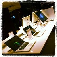 Foto tirada no(a) Fast Shop por Hale B. em 11/7/2011