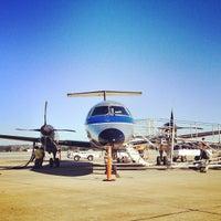 Das Foto wurde bei Monterey Regional Airport (MRY) von Sterling Z. am 1/27/2012 aufgenommen