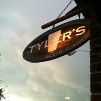 Снимок сделан в Tyler's Restaurant & Taproom пользователем Seymour 'Salfrico' W. 5/6/2011