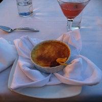 Снимок сделан в Newport Grill пользователем Elle K. 8/4/2012