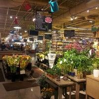 รูปภาพถ่ายที่ Coffee Bar @ Whole Foods Market โดย Roberto R. เมื่อ 6/1/2012
