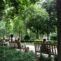 Das Foto wurde bei Rittenhouse Square von Tatiana A. am 5/27/2012 aufgenommen