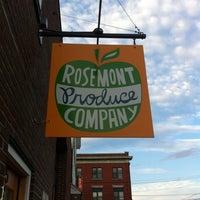 Foto diambil di Rosemont Produce Company oleh jessica m. h. pada 8/13/2012