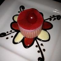 Foto scattata a Crave Dessert Bar da Dylan C. il 4/29/2012