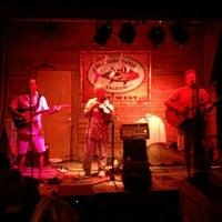 รูปภาพถ่ายที่ Smokin' Tuna Saloon โดย Shawn G. เมื่อ 11/1/2011
