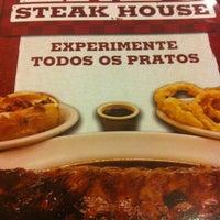 รูปภาพถ่ายที่ Enzo SteakHouse โดย Débora T. เมื่อ 7/31/2012