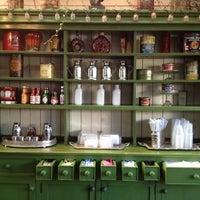 Das Foto wurde bei Aroma Coffee and Tea Co. von Jason S. am 8/1/2012 aufgenommen