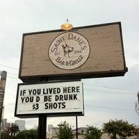 Снимок сделан в Saint Dane's Bar & Grille пользователем Tina S. 7/13/2012