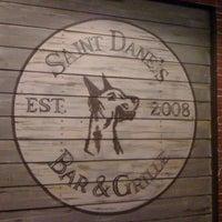 Снимок сделан в Saint Dane's Bar & Grille пользователем Crystal M. 4/30/2011