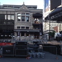 Foto diambil di Le Newtown oleh Paul V. pada 6/7/2012