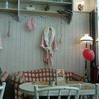 Foto tirada no(a) Nanny's Pavillon - Bathroom por Farida N. em 6/16/2012