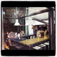 Das Foto wurde bei UnderBelly von Odeen D. am 9/9/2012 aufgenommen