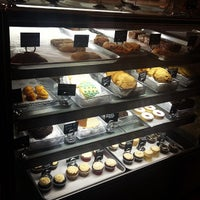 3/31/2012 tarihinde Nihal M.ziyaretçi tarafından Blossom Bakery'de çekilen fotoğraf