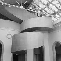 Foto tirada no(a) Art Gallery of Ontario por Jonathan K. em 6/23/2012