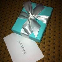 Foto scattata a Tiffany & Co. da Shaun S. il 9/11/2012