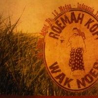 Снимок сделан в Roemah Kopi Wak Noer пользователем Milo B. 7/8/2012