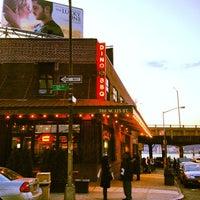 Photo prise au Dinosaur Bar-B-Que par Alex M. le3/30/2012
