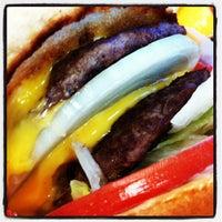 Photo prise au In-N-Out Burger par Edmond L. le6/3/2012