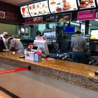 Foto tomada en McDonald's por Daniel D. el 6/8/2012