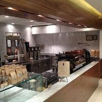 4/8/2012 tarihinde Eliran P.ziyaretçi tarafından Blue Bottle Coffee'de çekilen fotoğraf