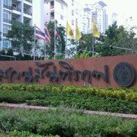 Das Foto wurde bei Suan Santi Phap von Thii M. am 11/10/2011 aufgenommen