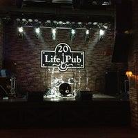 Foto diambil di Life Pub oleh Oxana D. pada 5/25/2012