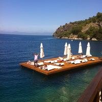 Foto diambil di Hillside Beach Club oleh Şebnem Ç. pada 4/20/2012