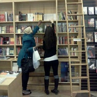 Das Foto wurde bei Drama Book Shop von Freddy P. am 4/22/2011 aufgenommen
