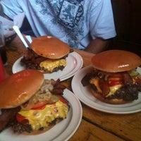 Foto diambil di Illinois Bar & Grill oleh Kenny B. pada 7/11/2012