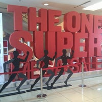 รูปภาพถ่ายที่ 1 Utama Shopping Centre (Old Wing) โดย Christopher C. เมื่อ 7/8/2012