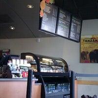 Photo prise au Starbucks par Bonnie S. le9/29/2011