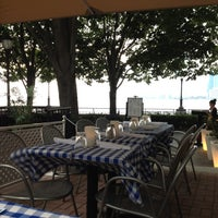 Photo prise au Merchants River House par Nataliya Y. le7/15/2012