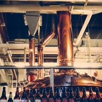 รูปภาพถ่ายที่ Deschutes Brewery Portland Public House โดย Jamie S. เมื่อ 5/30/2012