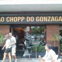 รูปภาพถ่ายที่ Ao Chopp do Gonzaga โดย Alan F. เมื่อ 4/7/2012