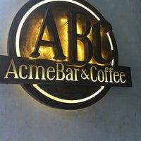 Foto tomada en Acme Bar & Coffee por Samantha L. el 8/26/2012