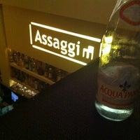 รูปภาพถ่ายที่ Assaggi โดย Vasili เมื่อ 11/8/2011
