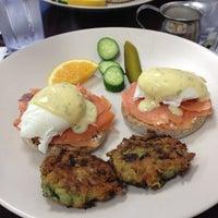 Foto tomada en Blue Daisy Cafe por Adra el 11/13/2011
