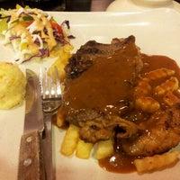 Das Foto wurde bei De Pauh Garden Restaurant & Cafe von Salman A. am 6/6/2012 aufgenommen