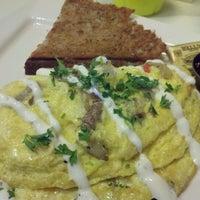 Das Foto wurde bei Artisan Foods Bakery & Café von bdclary am 2/25/2012 aufgenommen