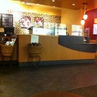 Das Foto wurde bei Starbucks von Jose V. am 10/12/2011 aufgenommen