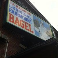 Photo prise au Fairmount Bagel par Eileen W. le9/6/2012